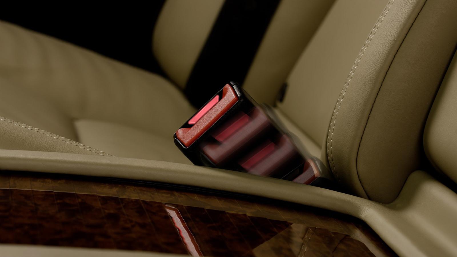 Mercedes-Benz rear active seat-belt buckle