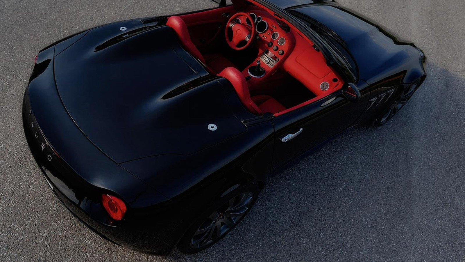Tauro V8 Spider based on the Pontiac Solstice