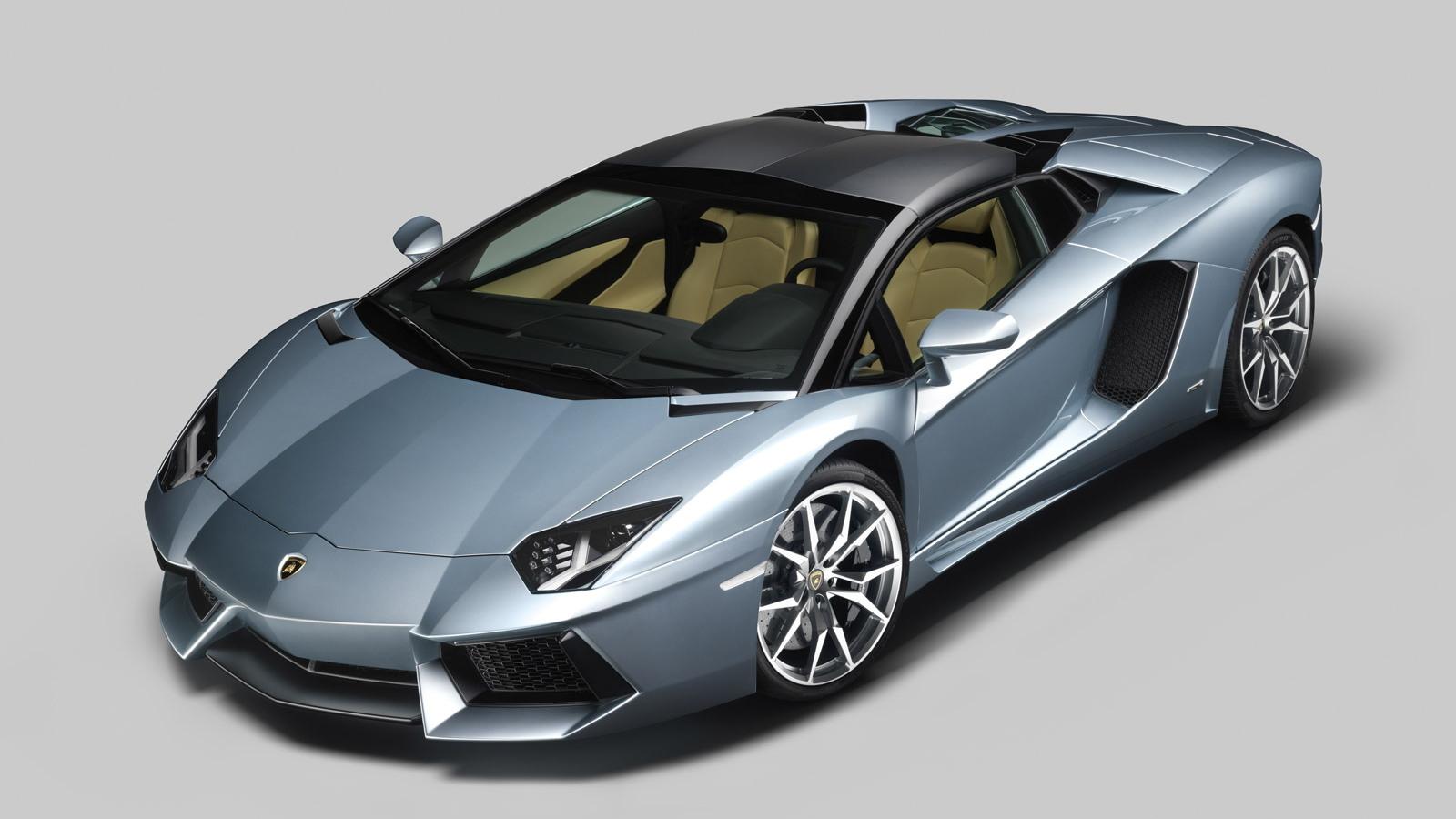 Lamborghini Aventador Lp 700 4 Roadster Makes Debut