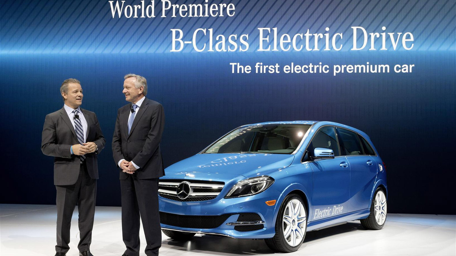 2014 Mercedes Benz B Class Electric Drive Debuts In New York