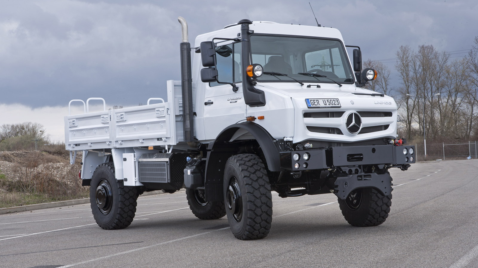 Mercedes Benz Unimog >> Mercedes Tough As Nails Unimog Gets New Look Engines For 2013