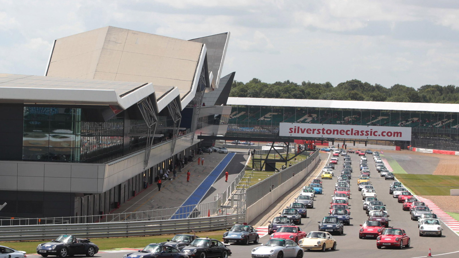 Record gathering of 1,208 Porsche 911s at Silverstone, July 2013
