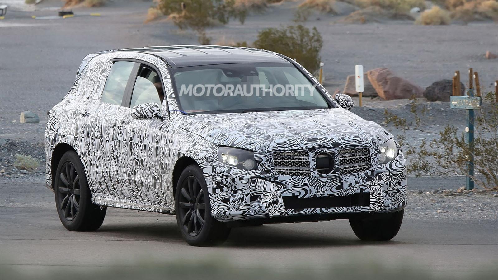 2016 Mercedes-Benz GLC (GLK-Class) spy shots - Image via S. Baldauf/SB-Medien
