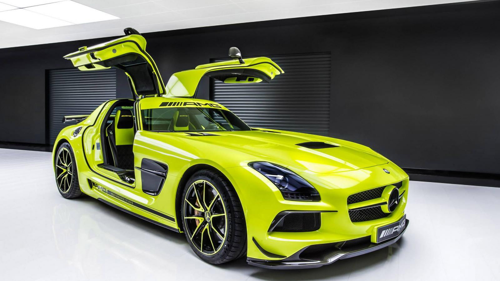 由AMG Performance Studio增强的2014 Mercedes-Benz SLS AMG黑色系列