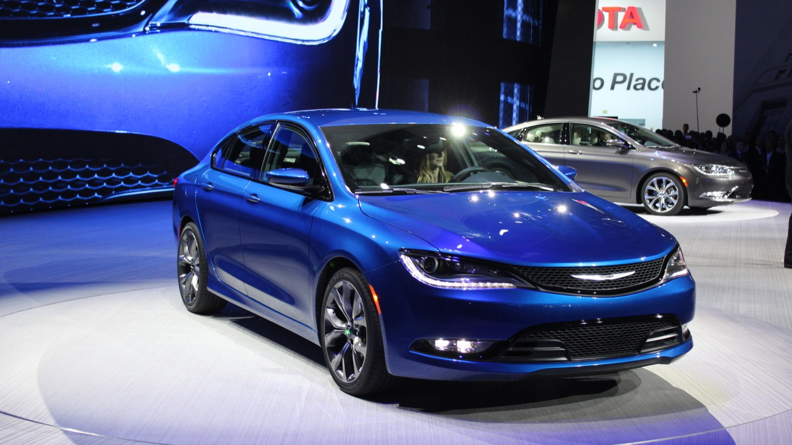 2015 Chrysler 200  -  2014 Detroit Auto Show