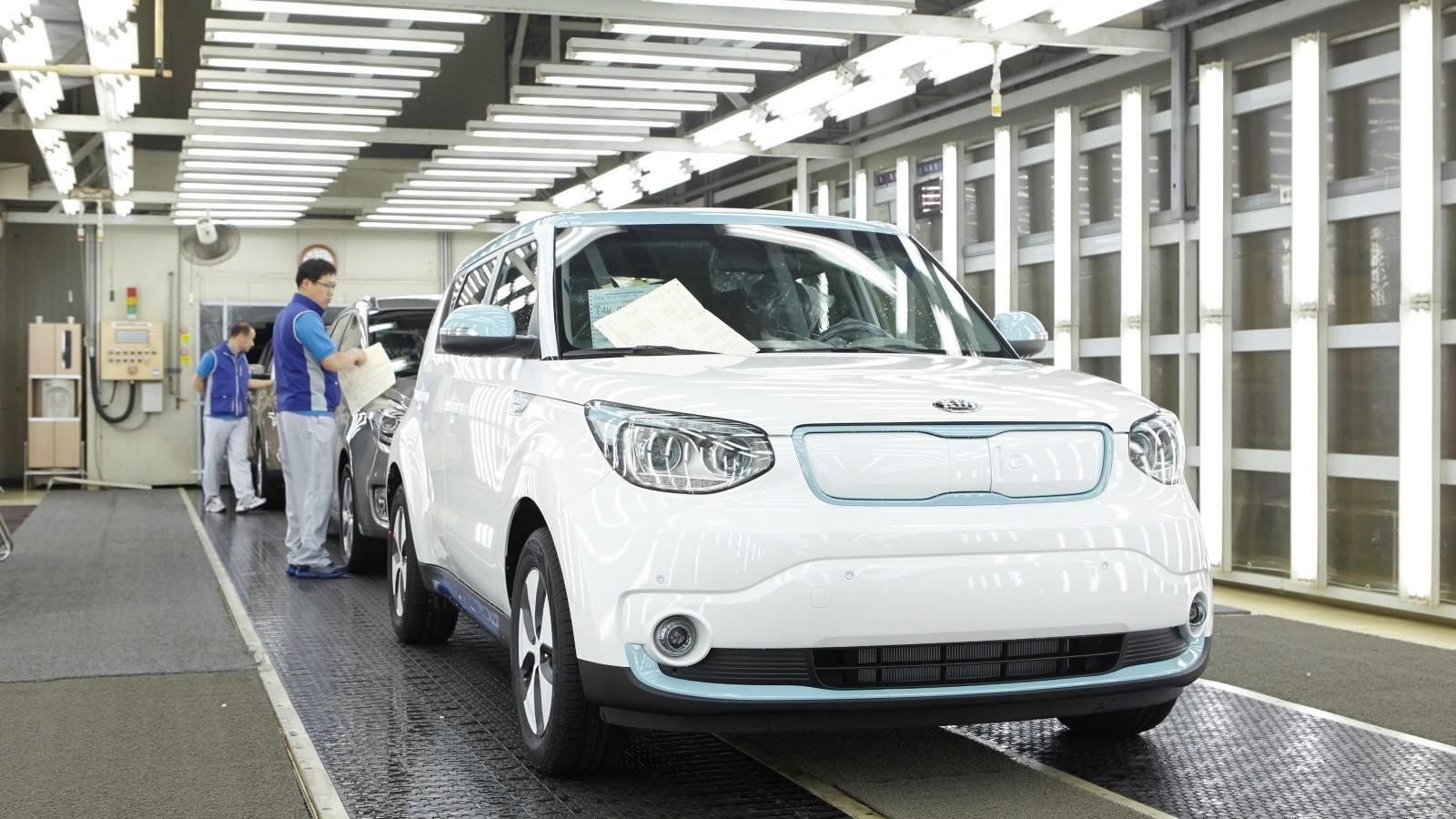 2015 Kia Soul EV enters production