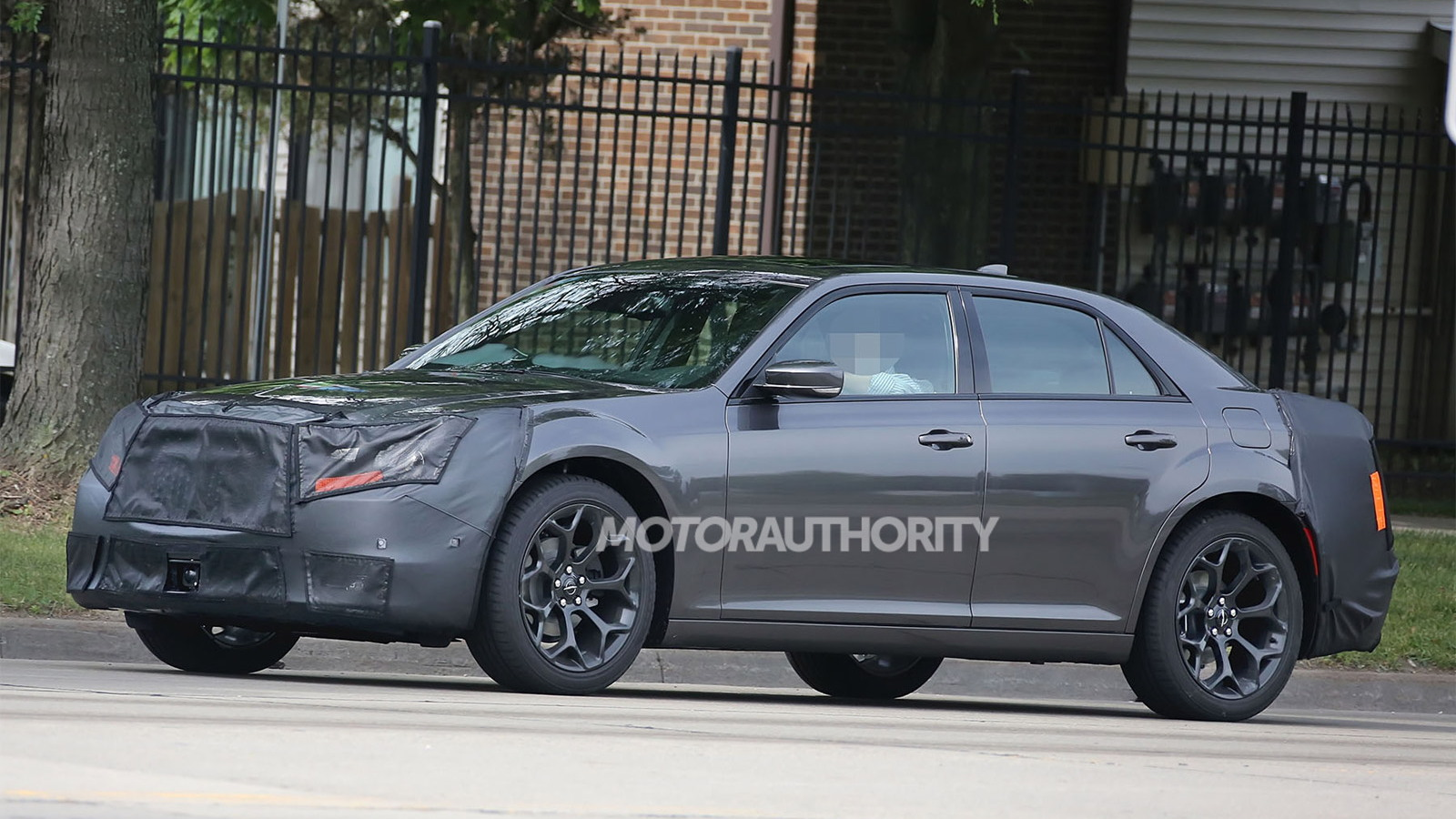 2015 Chrysler 300 facelift spy shots