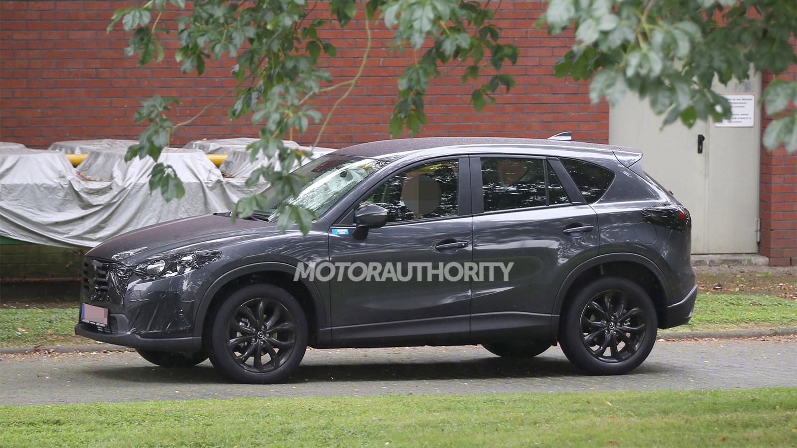 2016 Mazda CX-5 facelift spy shots