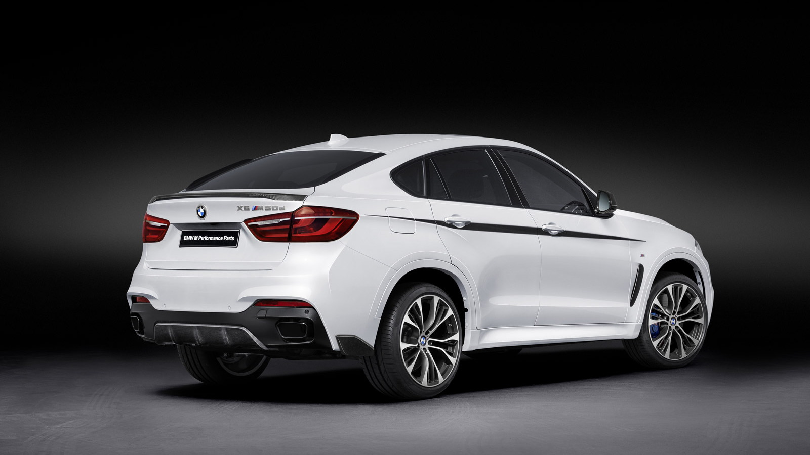 2015 BMW X6 with BMW M Performance upgrades