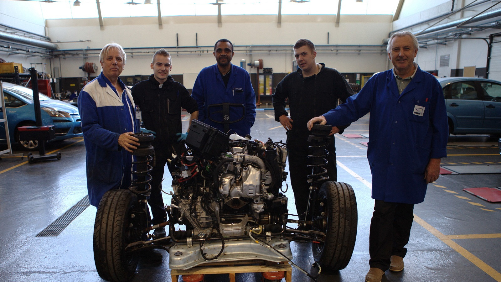 French startup Carwatt converts Renault Trafic diesel van to electric power [Carwatt, Fabien Berger]