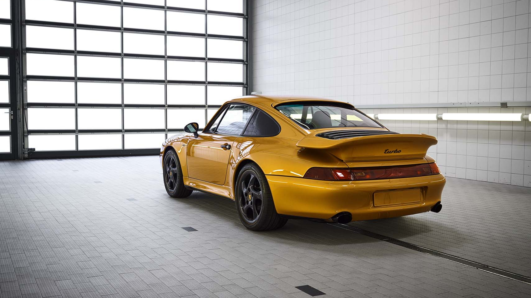 Project Gold: 911 restomod
