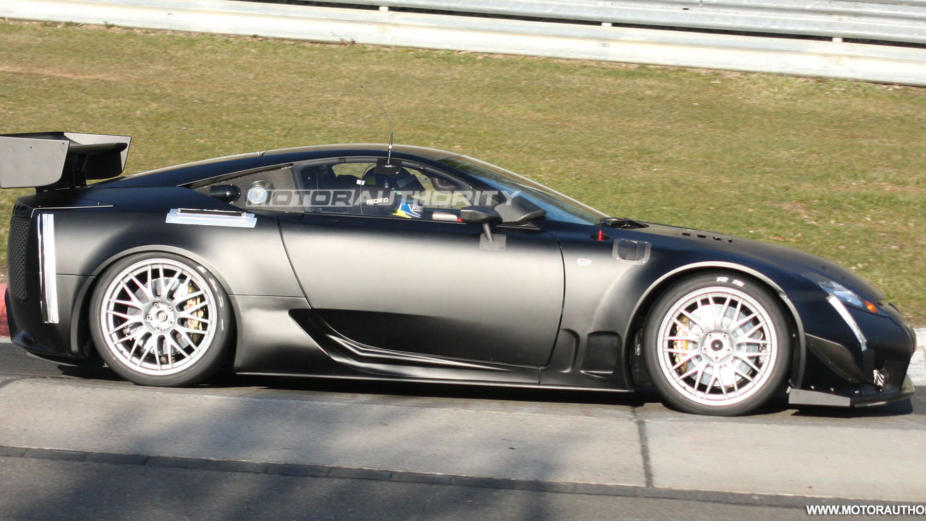 2011 lexus lfa spy shots april 004