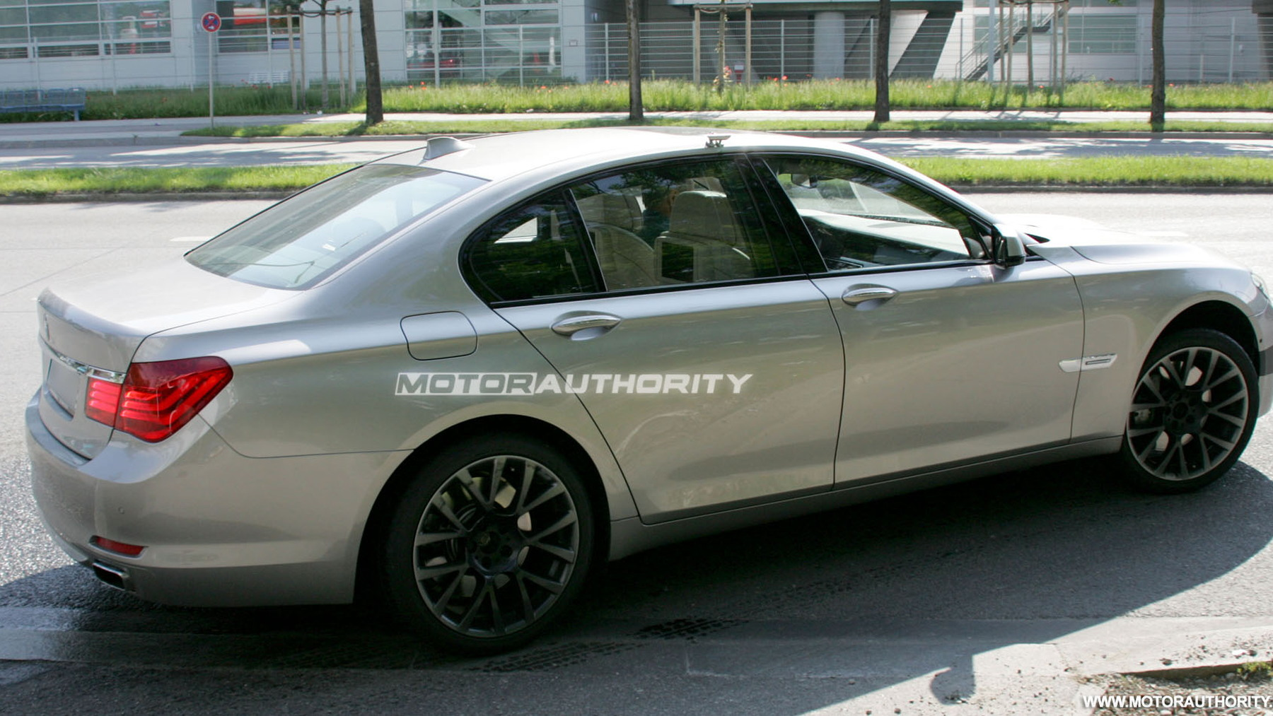 2011 bmw m7 7 series spy shots june 006
