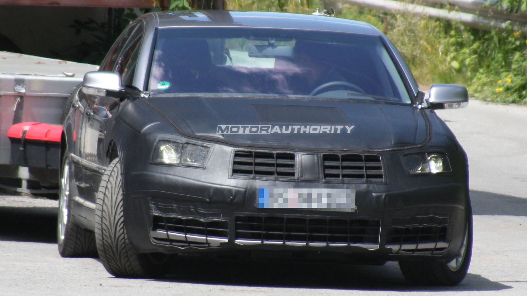 2011 volkswagen phaeton facelift spy shots june 003