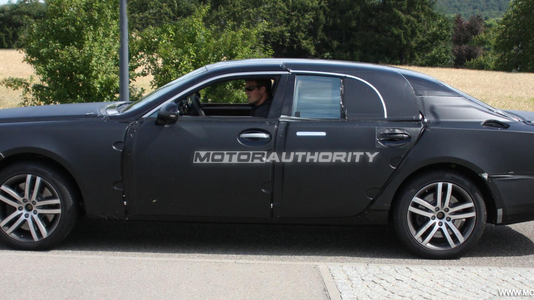 2010 grand bentley arnage replacement spy shots july 003