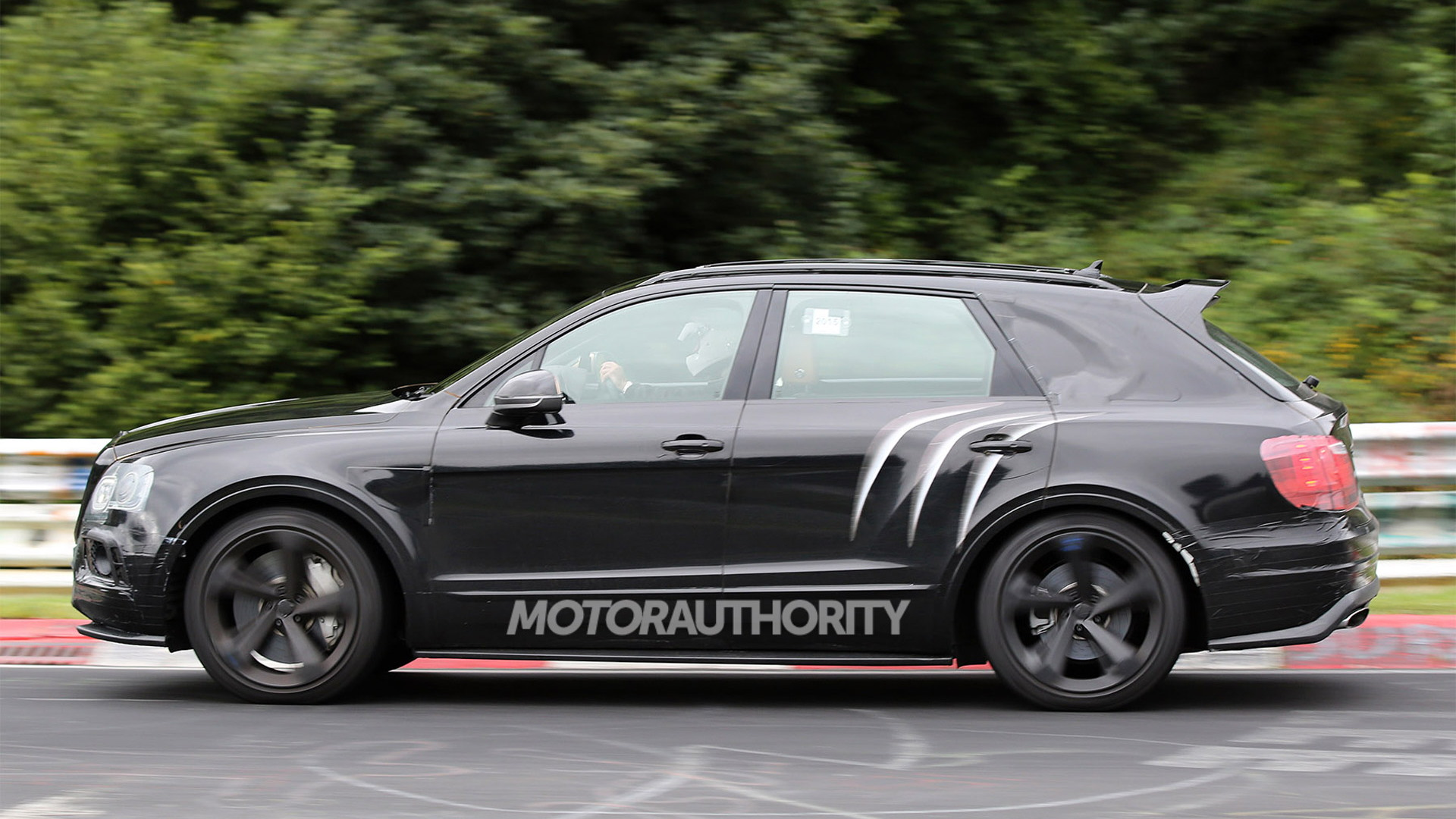 2020 Bentley Bentayga Speed spy shots - Image via S. Baldauf/SB-Medien