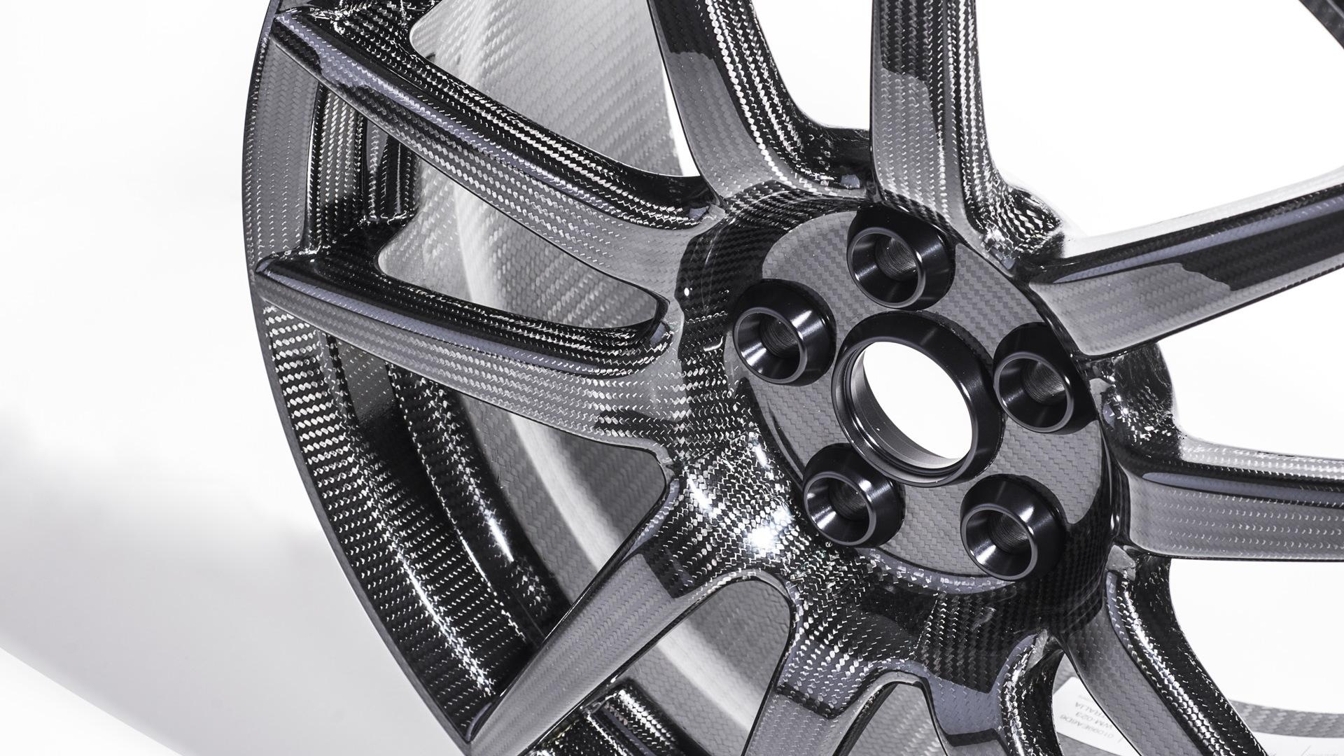 Ford GT's carbon fiber wheels