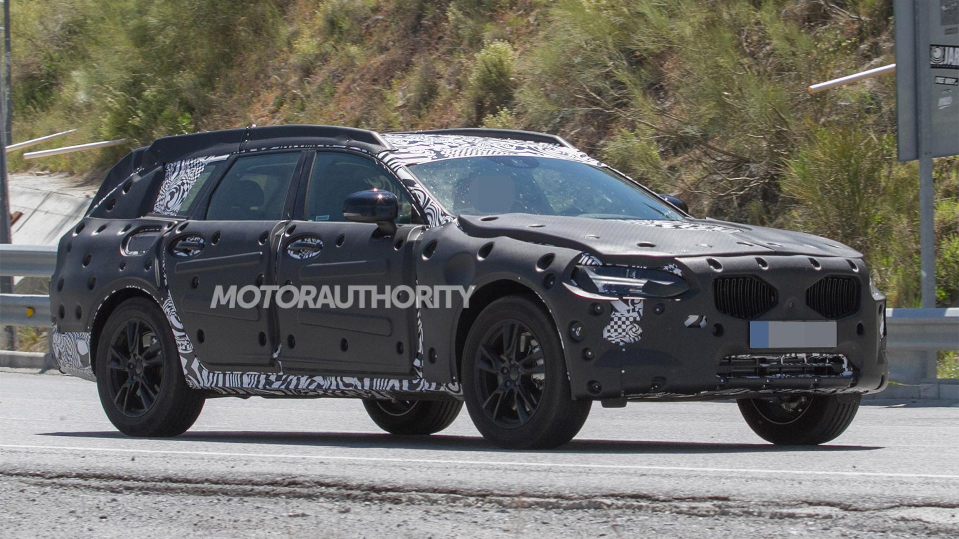 2018 Volvo V90 Cross Country spy shots - Image via S. Baldauf/SB-Medien