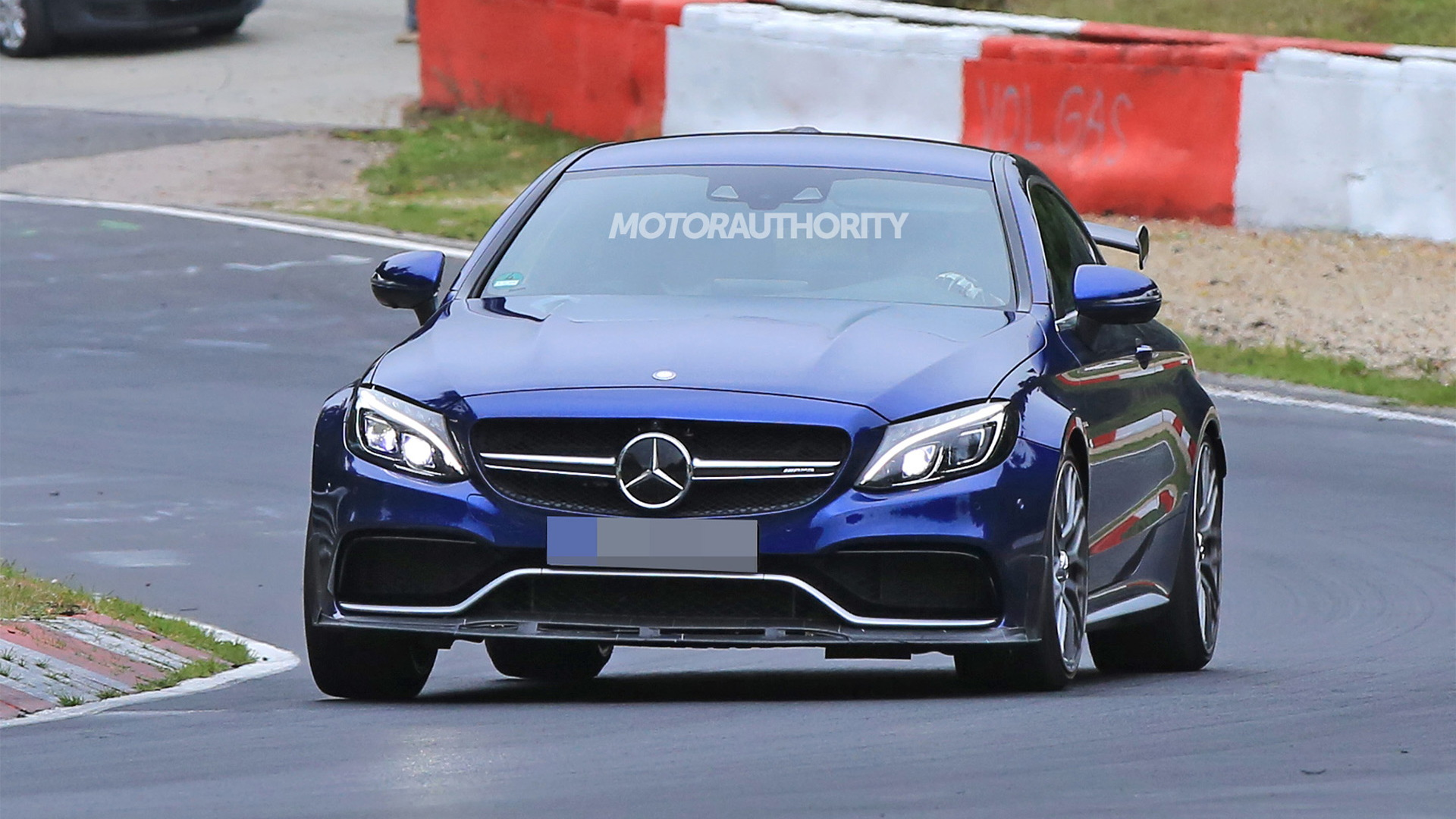 2018 Mercedes-AMG C63 R Coupe spy shots and video