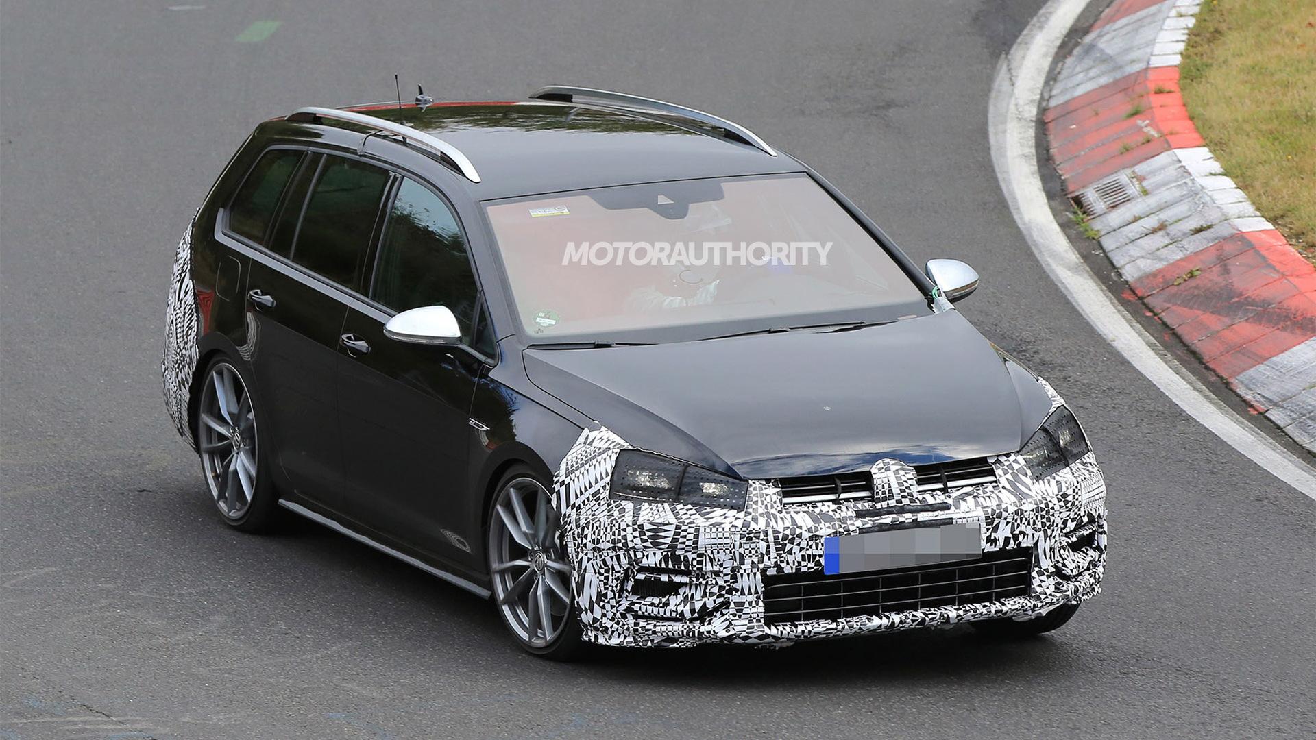 2018 Volkswagen Golf R Variant spy shots - Image via S. Baldauf/SB-Medien