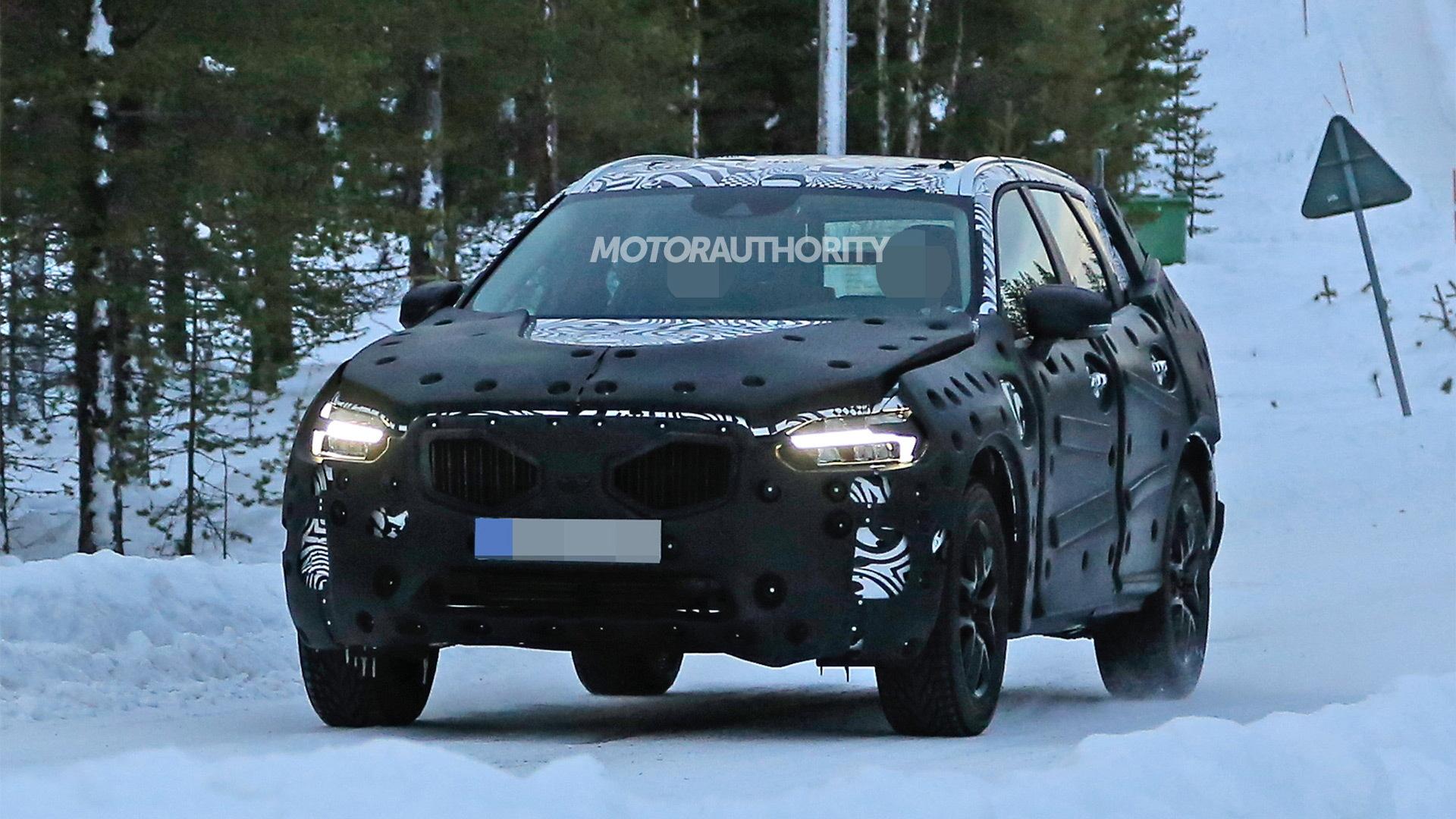 2018 Volvo XC60 spy shots - Image via S. Baldauf/SB-Medien