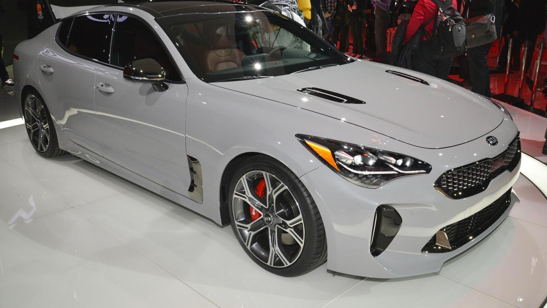 2018 Kia Stinger, 2017 Detroit auto show