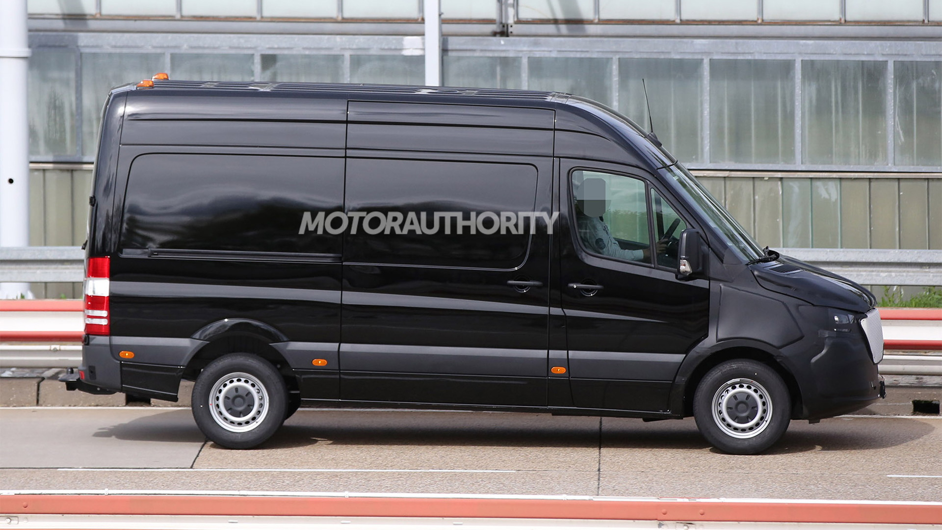 2019 Mercedes-Benz Sprinter test mule spy shots - Image via S. Baldauf/SB-Medien