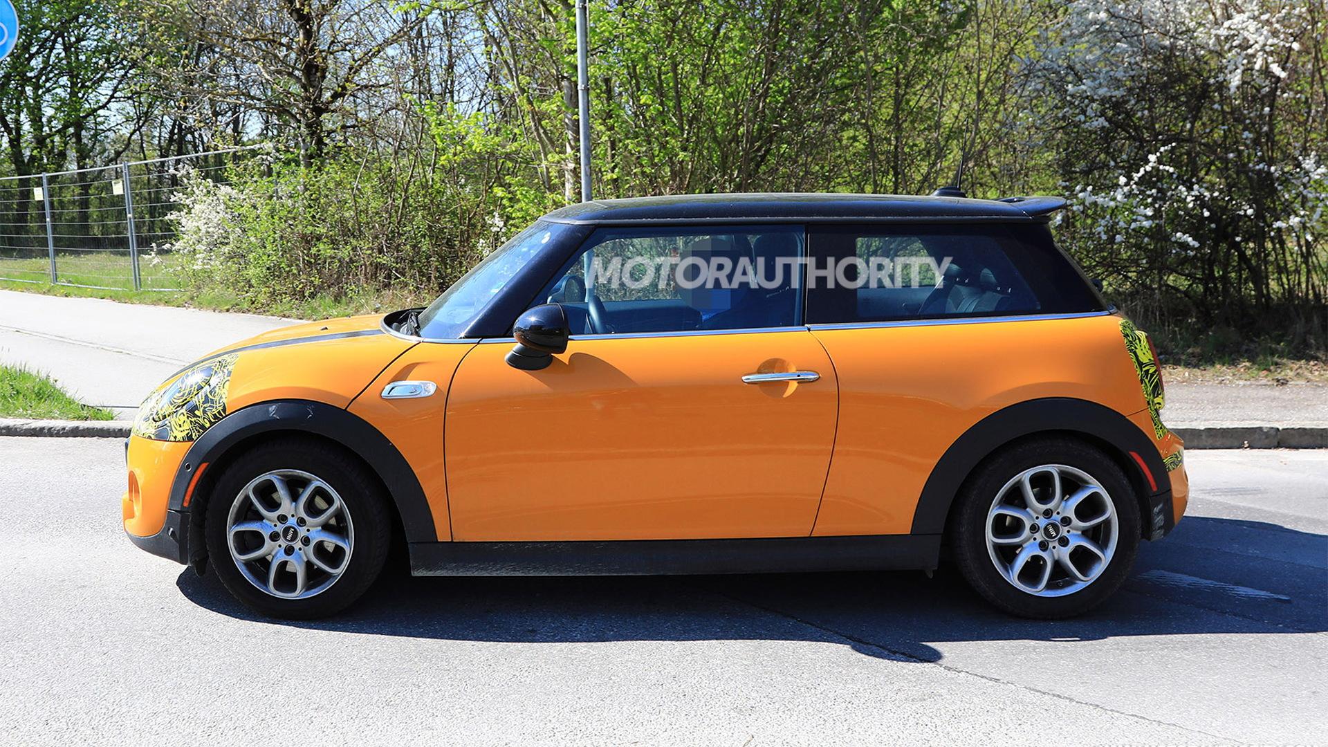 2019 Mini Hardtop facelift spy shots - Image via S. Baldauf/SB-Medien