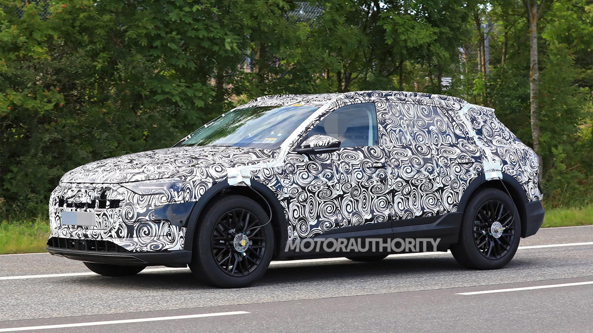 2019 Audi e-tron spy shots - Image via S. Baldauf/SB-Medien