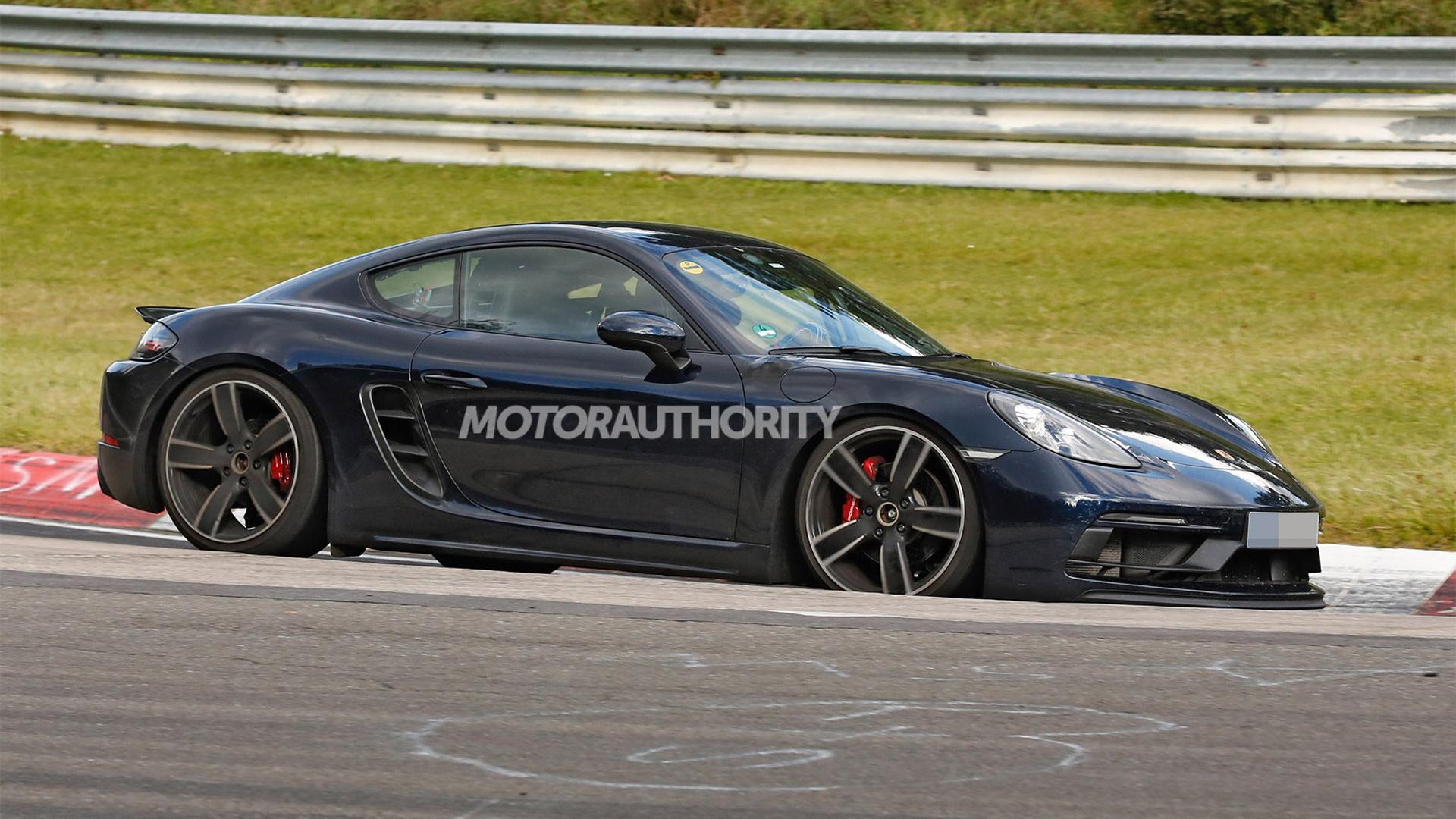 2018 Porsche 718 Cayman GTS spy shots - Image via S. Baldauf/SB-Medien