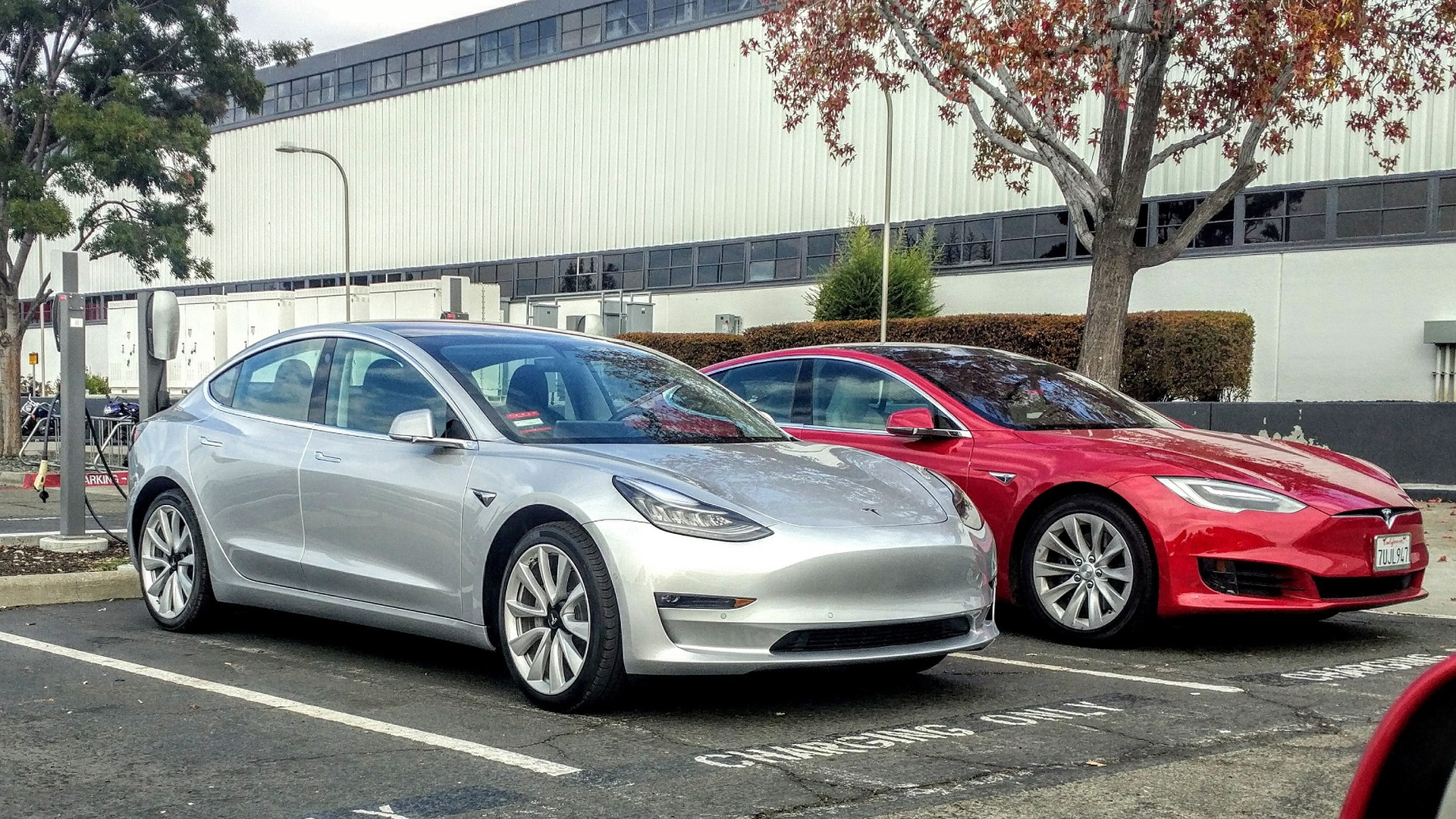 Tesla delivers 1,550 Model 3s in Q4