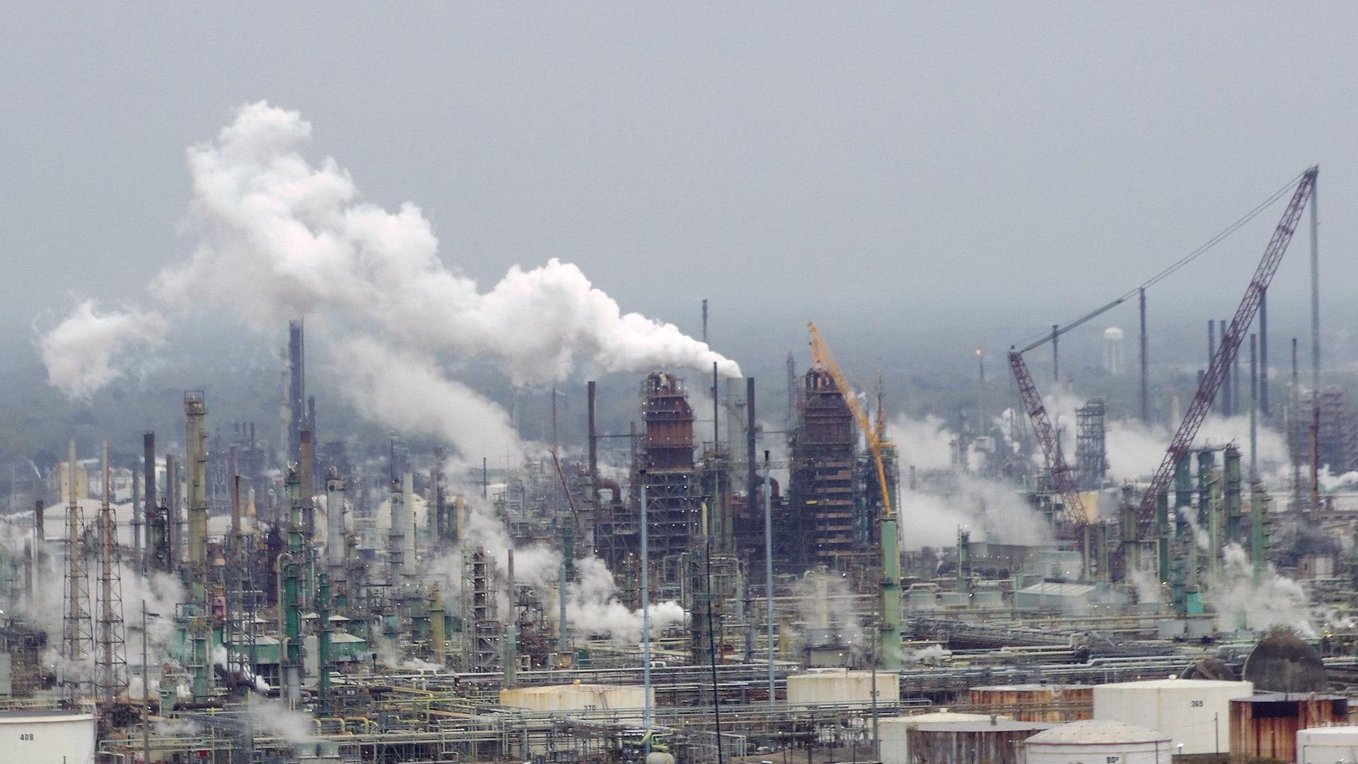 ExxonMobil oil refinery, Baton Rouge, Louisiana, by WClarke [CC BY-SA 4.0]