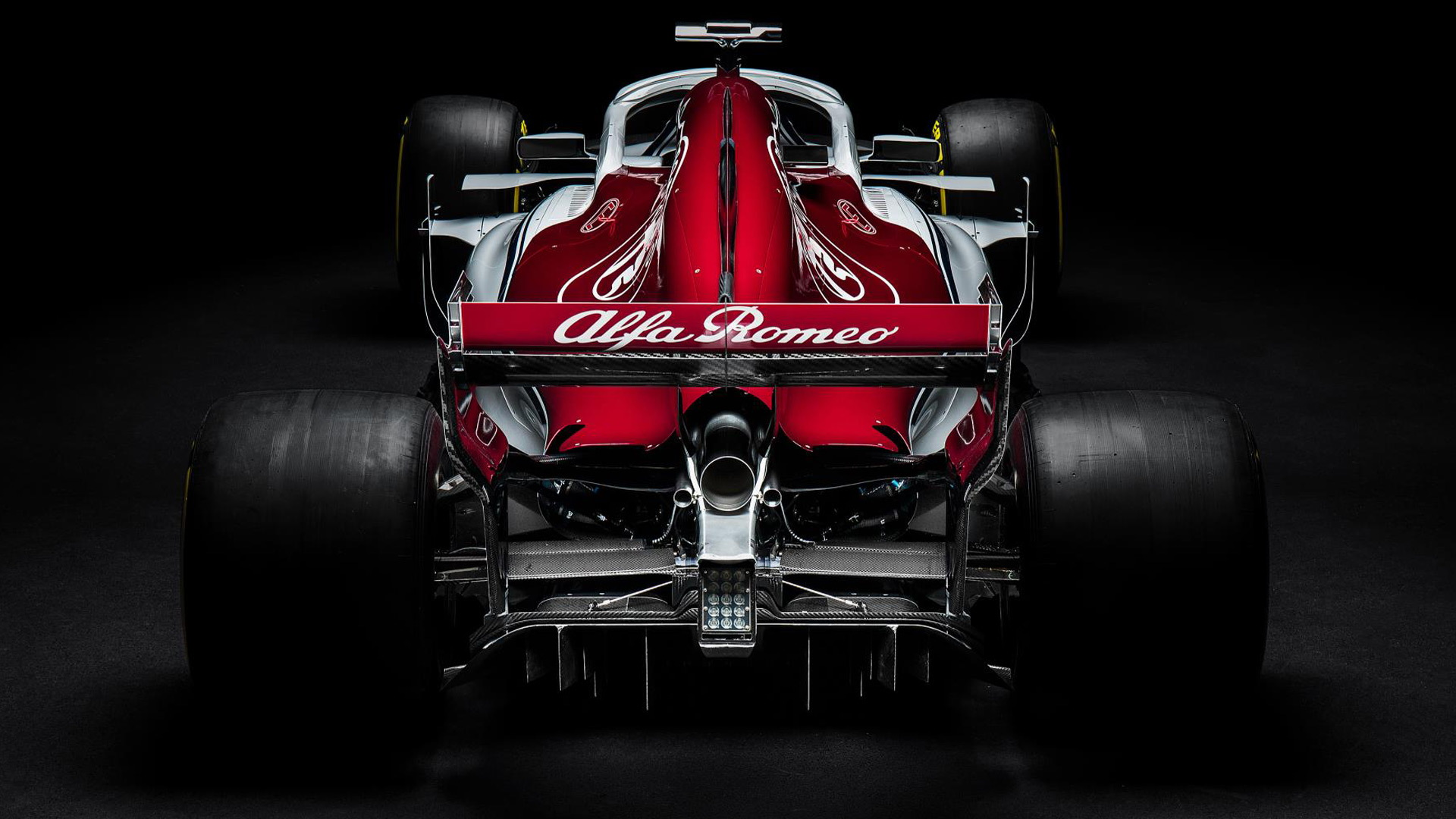 this is the alfa romeobranded 2018 sauber f1 car