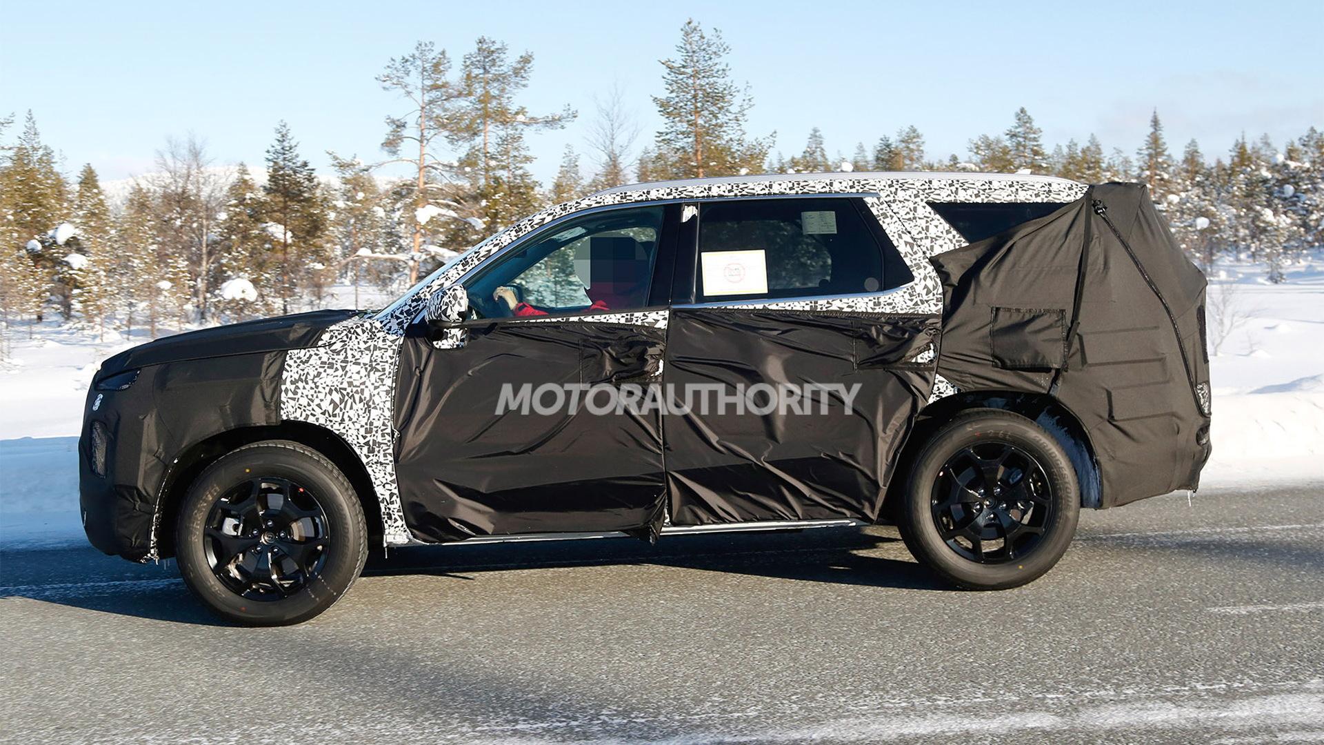 2020 Hyundai Palisade spy shots - Image via S. Baldauf/SB-Medien