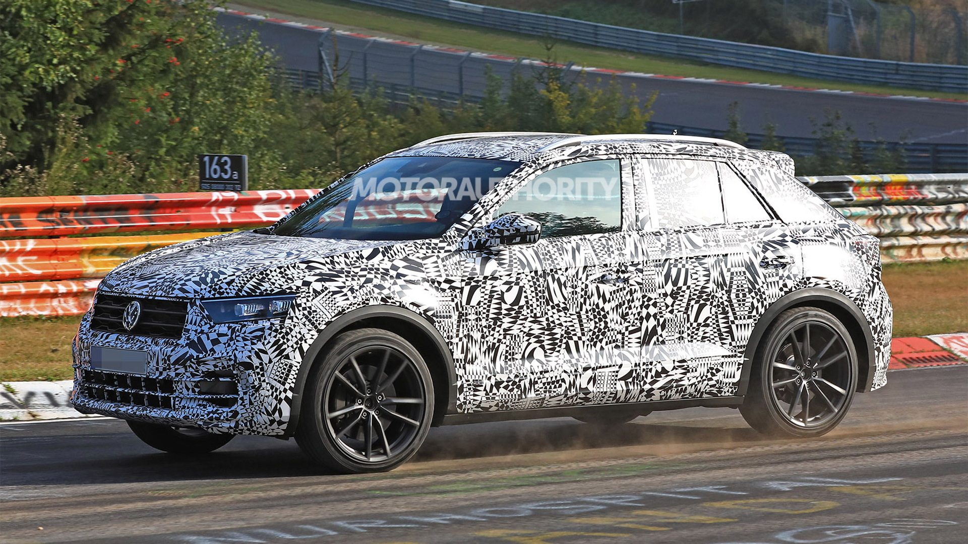 2019 volkswagen t roc r spy shots and video. Black Bedroom Furniture Sets. Home Design Ideas