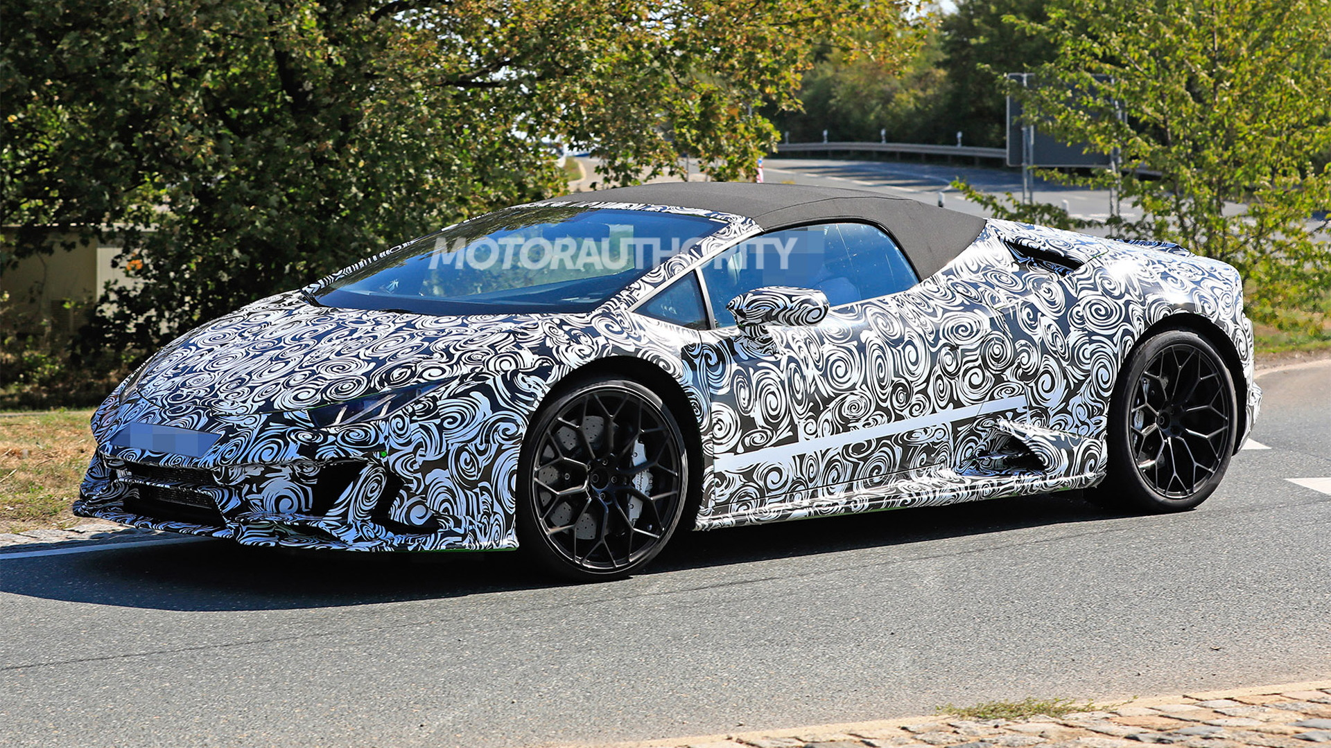 2020 Lamborghini Huracan Spyder facelift spy shots - Image via S. Baldauf/SB-Medien