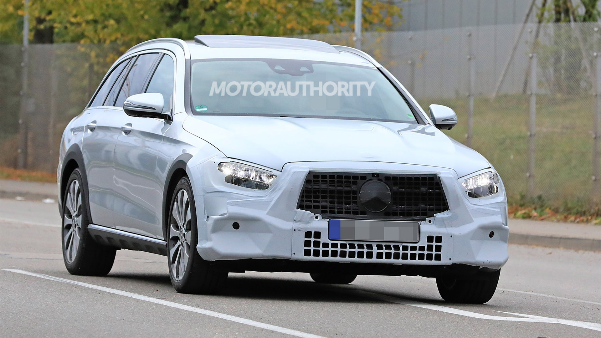 2021 Mercedes-Benz E-Class All-Terrain spy shots - Image via S. Baldauf/SB-Medien