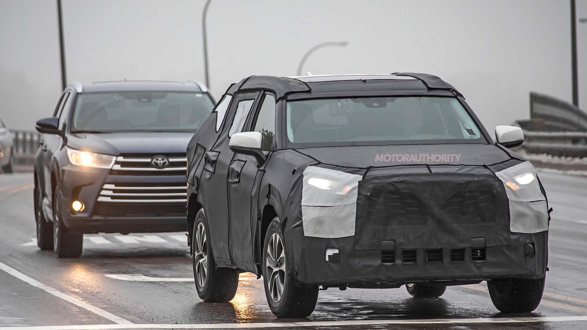 2020 Toyota Highlander spy shots