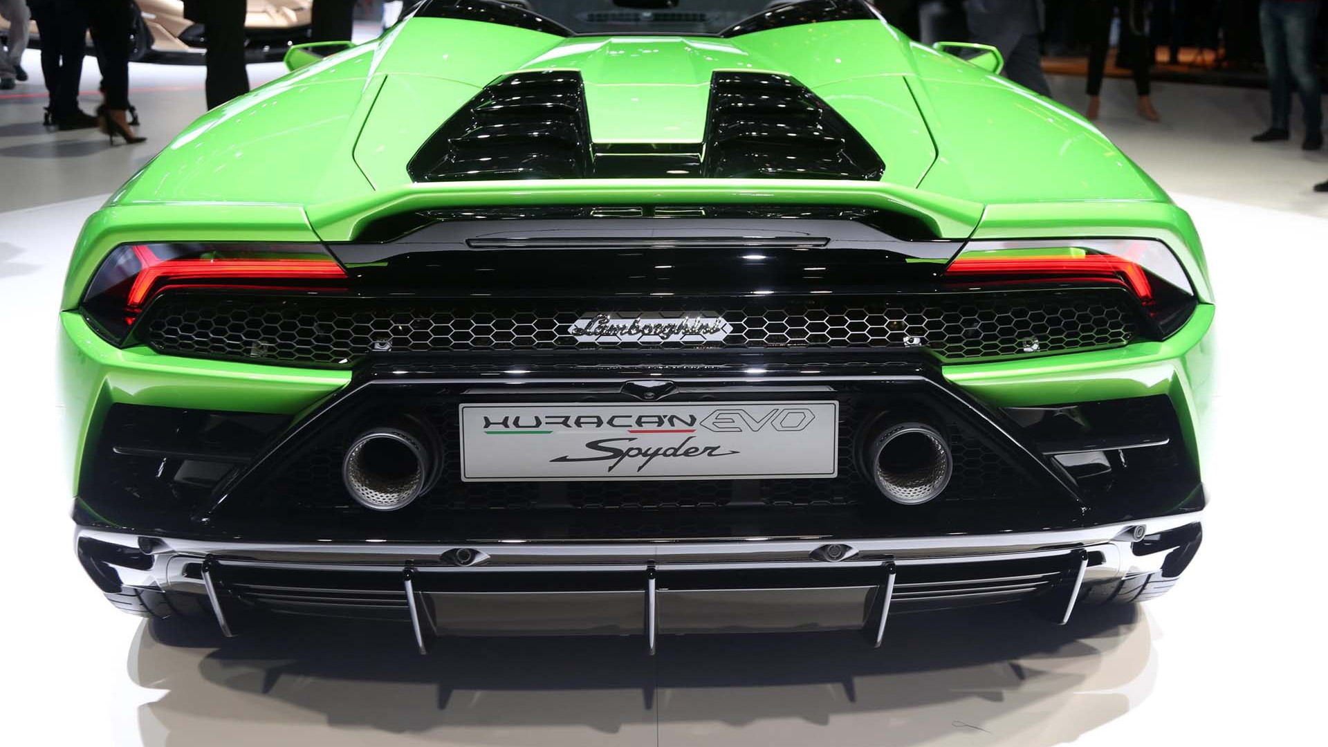 Lamborghini Huracan Evo Spyder Lets The Fresh Air In