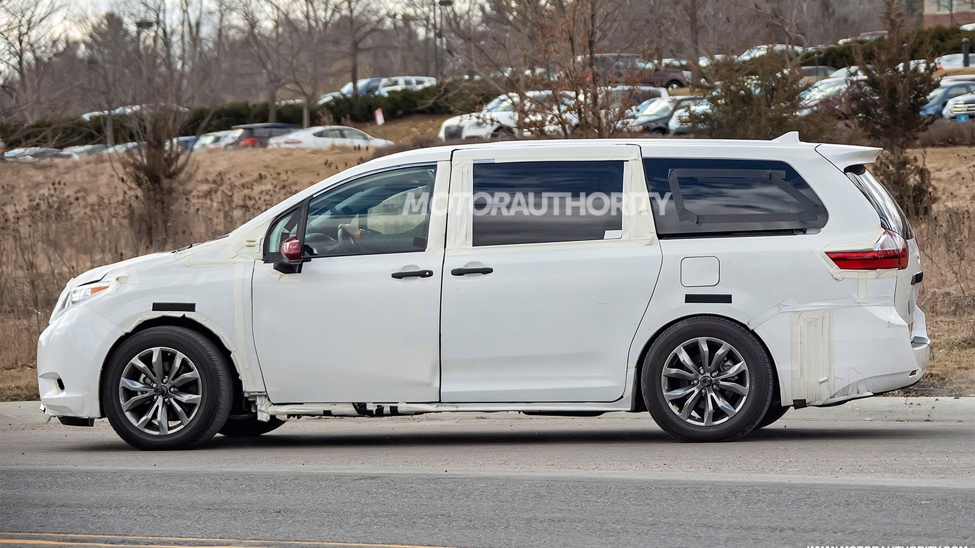2021 Toyota Sienna test mule spy shots - Image via S. Baldauf/SB-Medien