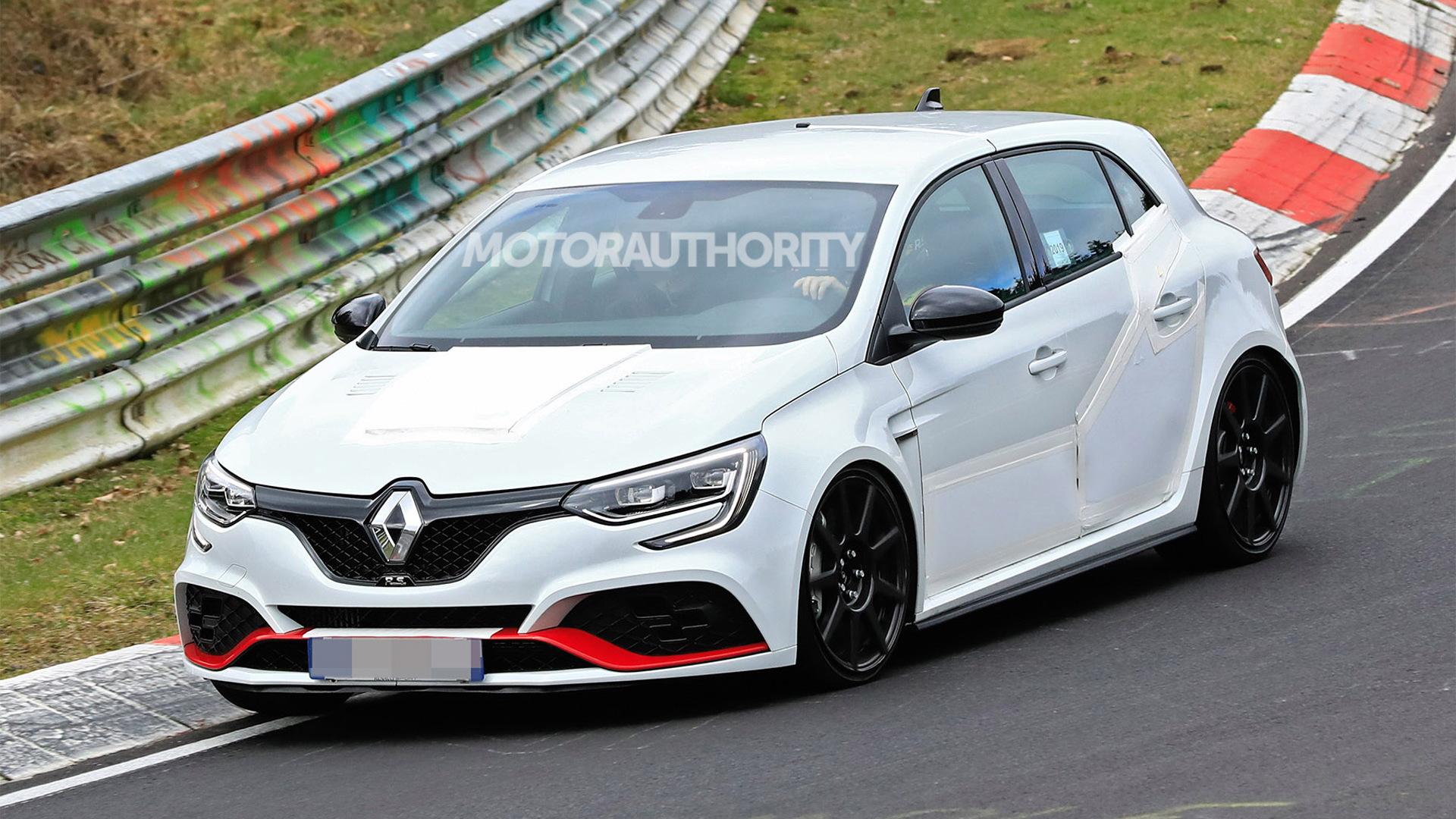 2020 Renault Megane RS Trophy R spy shots - Image via S. Baldauf/SB-Medien