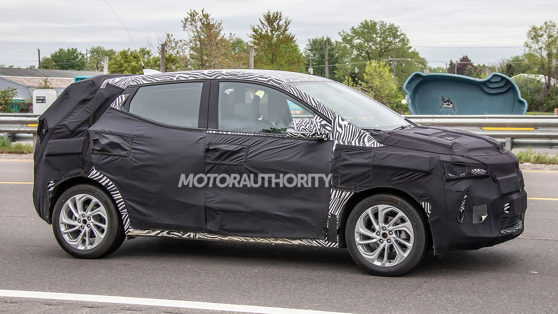 2021 Chevrolet Bolt EV-based crossover spy shots - Image via S. Baldauf/SB-Medien