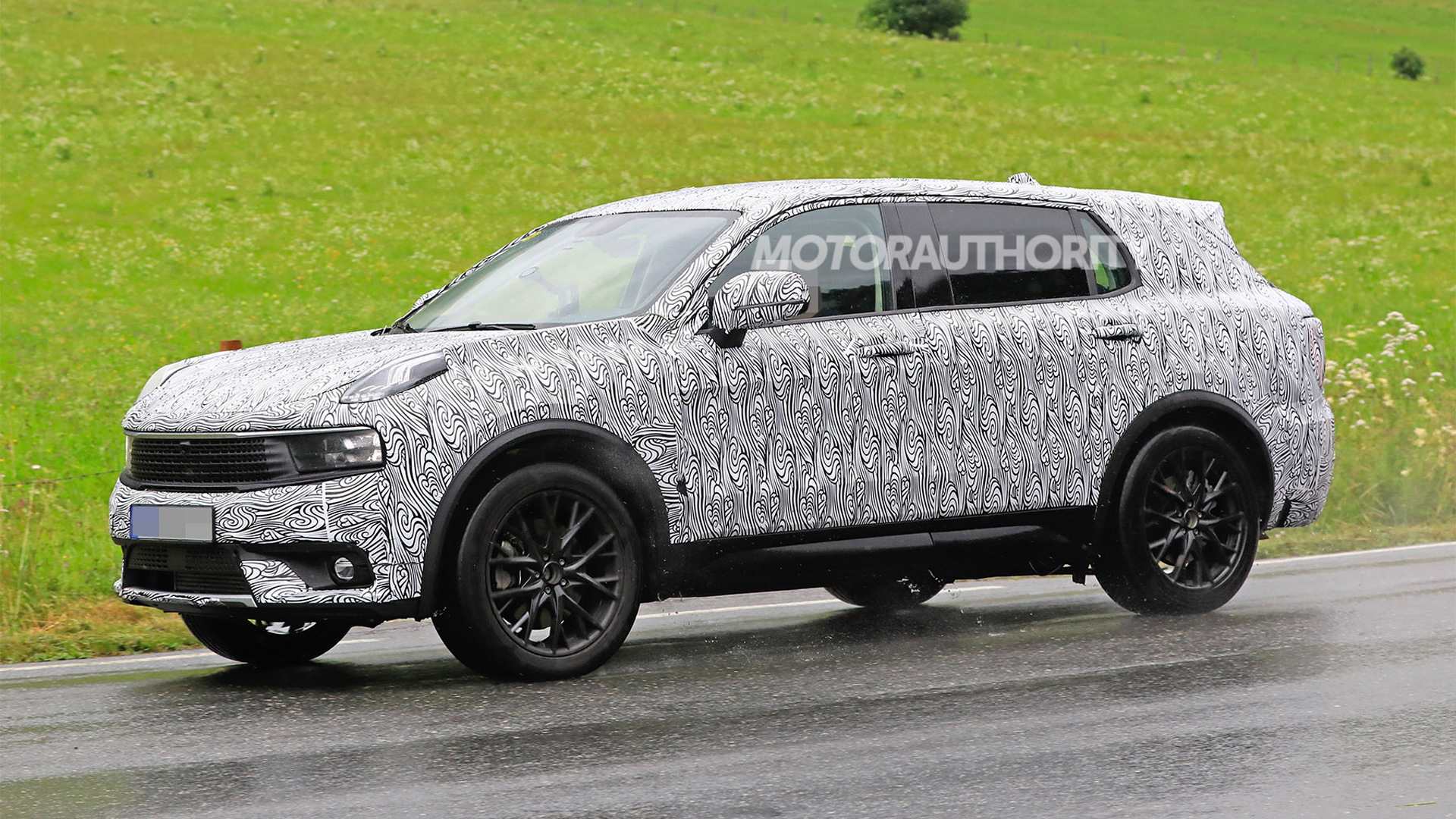 2021 Lynk & Co. 01 with third-row seats spy shots - Image via S. Baldauf/SB-Medien