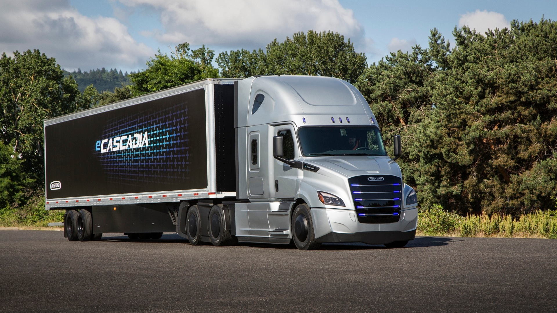 Quiet launch: Daimler builds first electric heavy-duty semis
