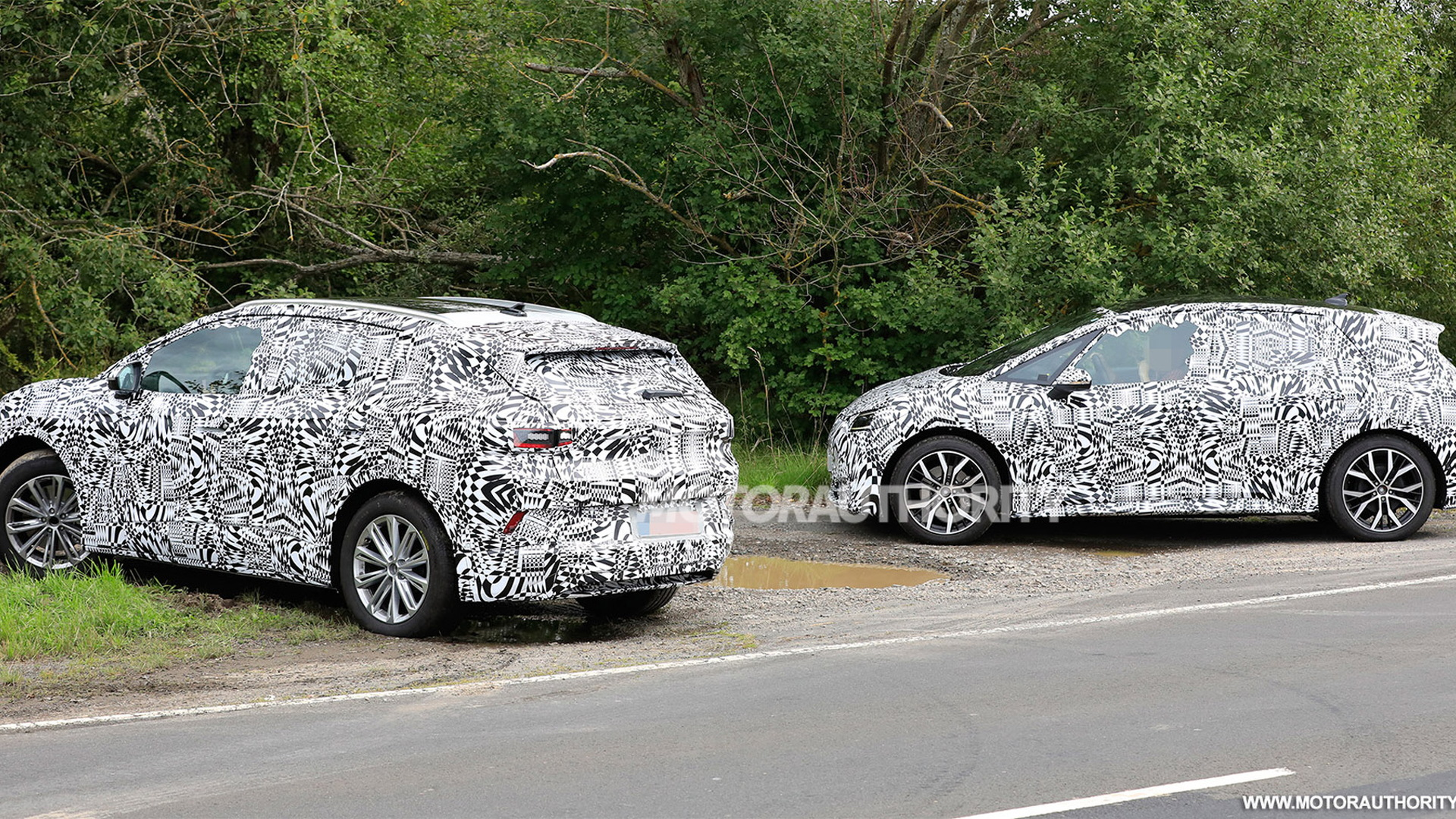 2020 Volkswagen ID 3 and 2021 ID 4 (Crozz) spy shots - Photo credit: S. Baldauf/SB-Medien