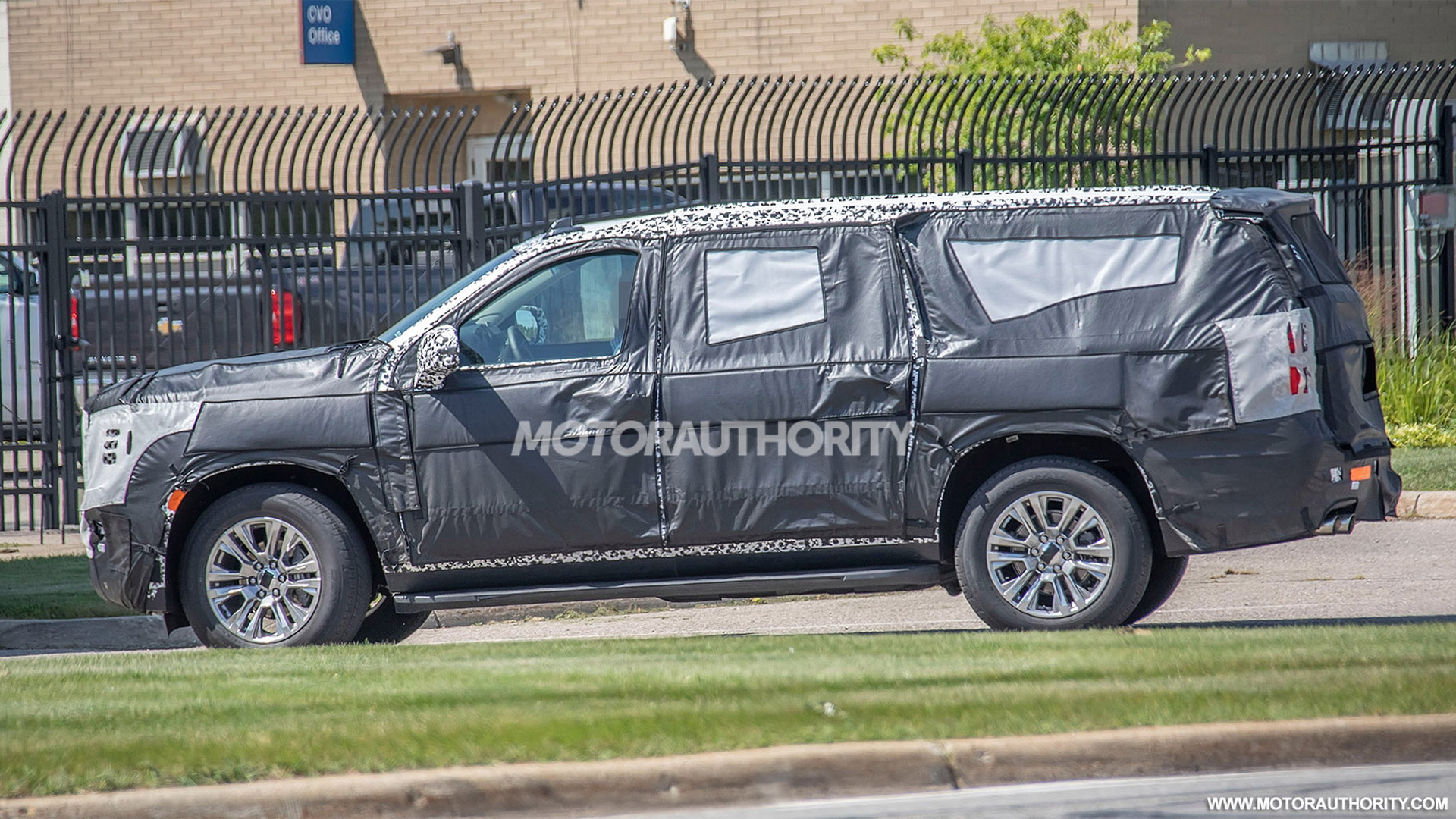 2021 GMC Yukon XL spy shots - Photo credit: S. Baldauf/SB-Medien
