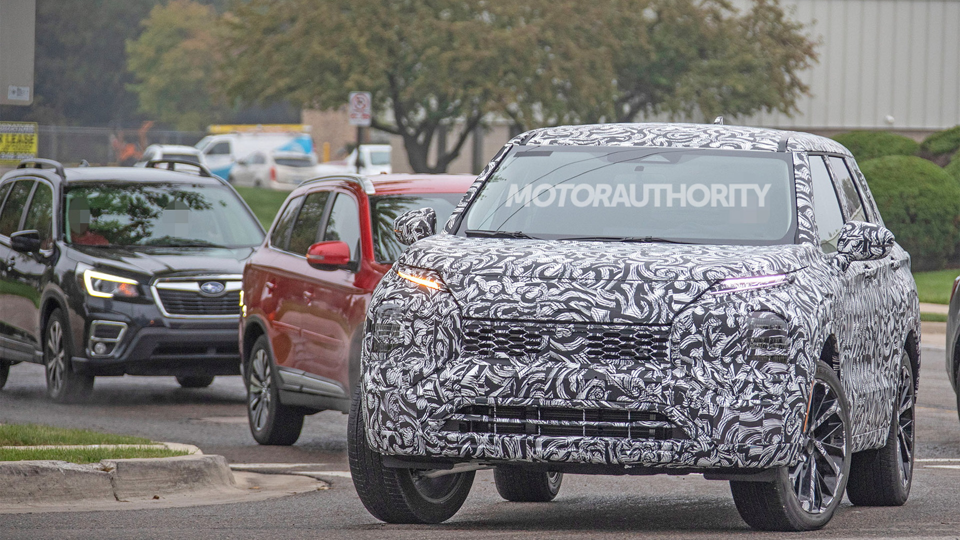 2021 Mitsubishi Outlander spy shots - Photo credit: S. Baldauf/SB-Medien