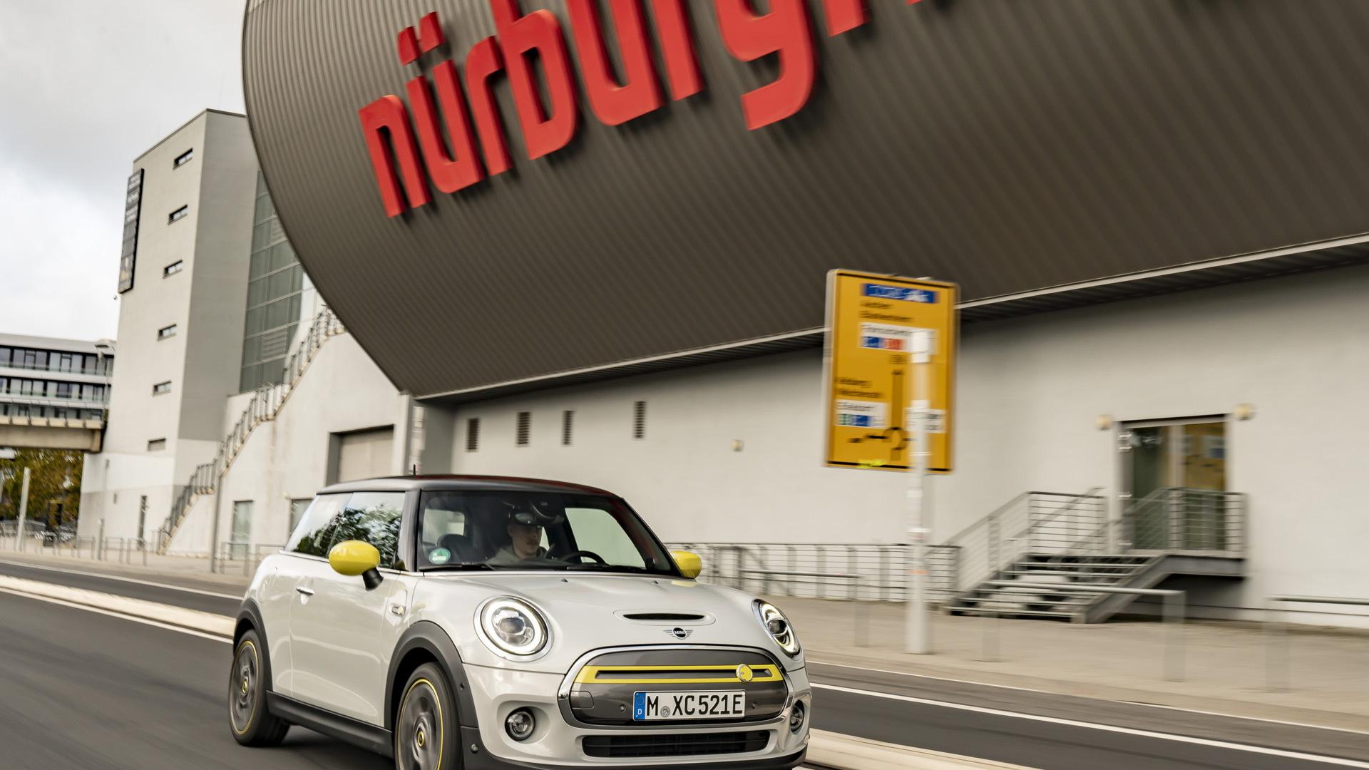 2020 Mini Cooper SE at the Nürburgring