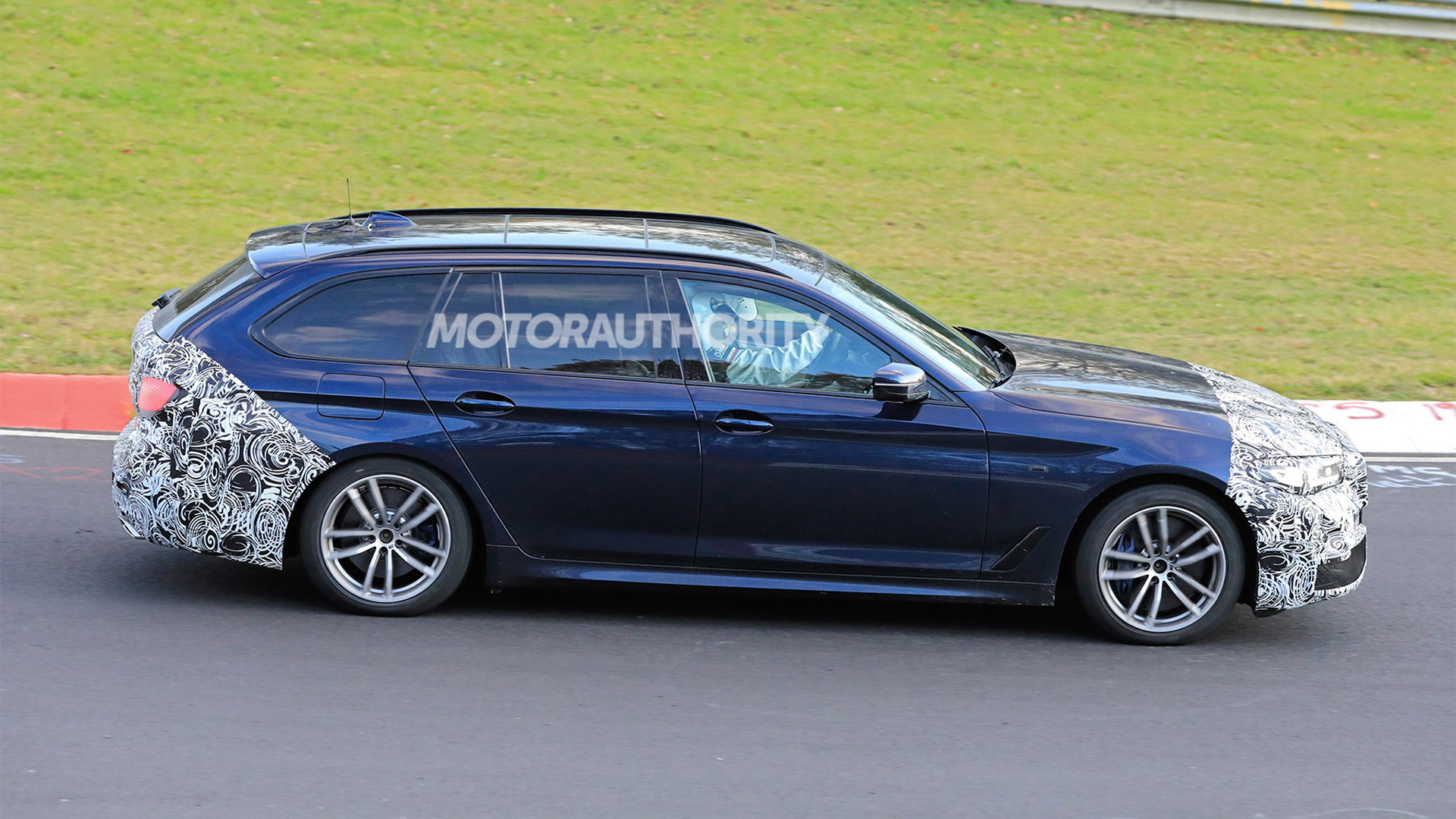 2021 BMW 5-Series Touring facelift spy shots - Photo credit: S. Baldauf/SB-Medien