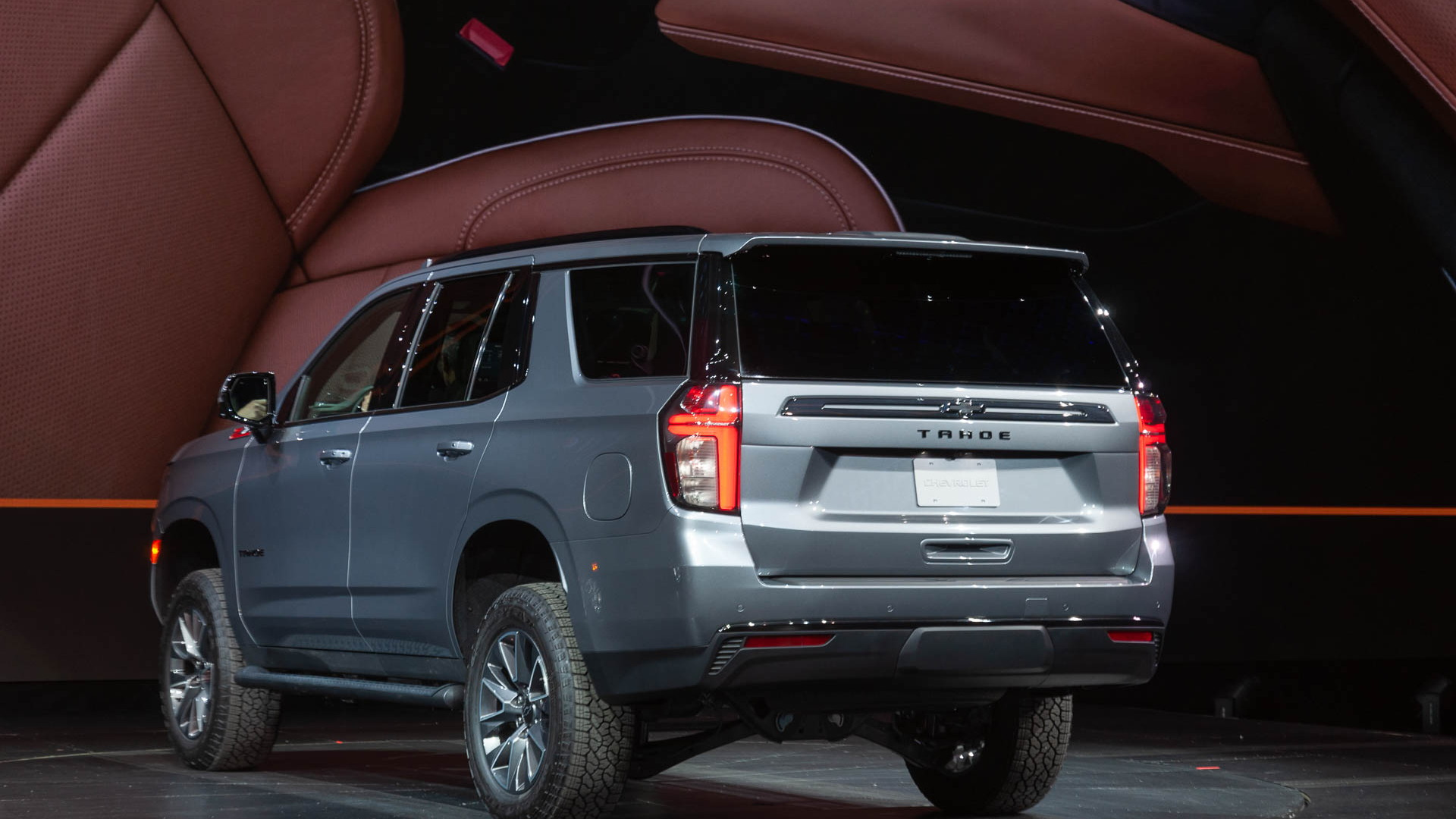 2021 chevrolet tahoe and suburban double down on tech  space  options